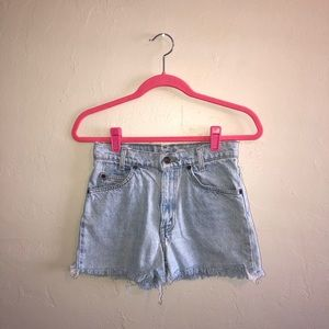 Levi's High Waisted Cut Off Shorts Size 28